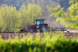 Tracteur et laboure