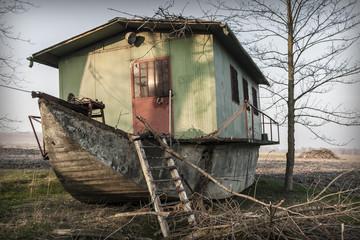 Relitto di casa galleggiante
