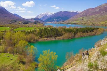 Lago di montagna nel parco nazionale d'Abruzzo