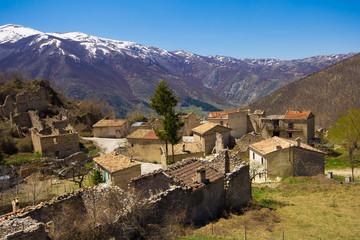 Piccolo paese distrutto dal terremoto
