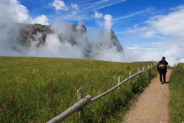escursione sull'Alpe di Siusi. Sullo sfondo lo sciliar