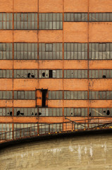 Marode Industriefassade frontal