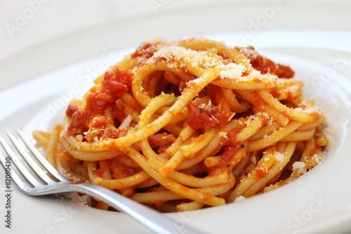 In de dag Buffet, Bar amatriciana, italian tomato sauce pasta