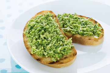Toasts with garlic sauce