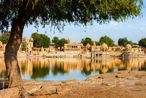 Papiers peints Con. Antique Gadi Sagar (Gadisar) Lake, Jaisalmer, Rajasthan, India, Asia