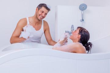 couple bathing bathtube
