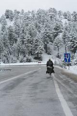 dağlarda zorlu bisiklet yolculuğu