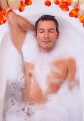 mann relaxing bathtube