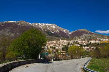 Strada di montagna abruzzese