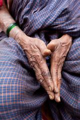 Inde, Mains de femme indienne à Pattadakal, Aihole, 5703
