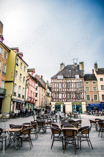 Papiers peints Europe Méditérranéenne Place Saint-Vincent et maisons à colombages