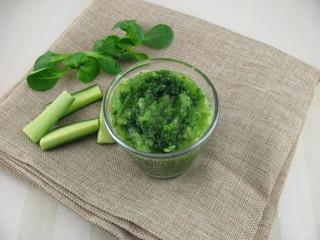Gemischter Feldsalat-Gurken-Smoothie