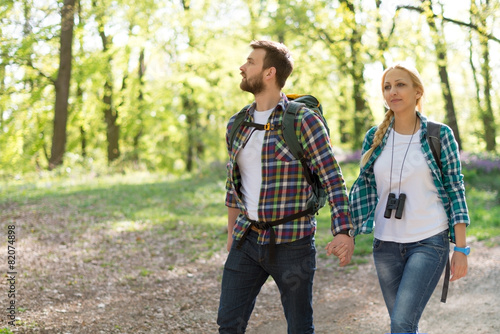 Hiking Couple - 82074898