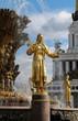 Leinwanddruck Bild - golden statue of Turkmen girls