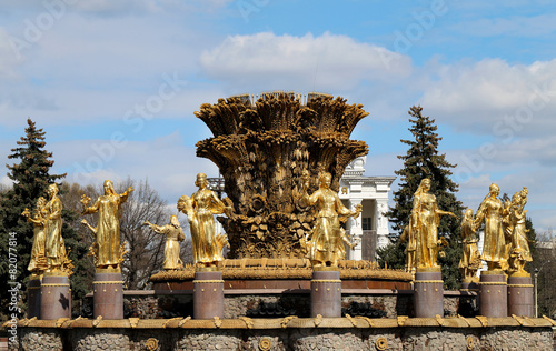 Leinwanddruck Bild Fountain in Moscow Peoples Friendship