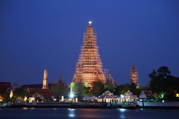 wat arun or temple of dawn