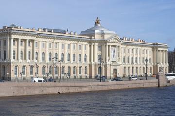 Здание Академии художеств крупным планом. Санкт-Петербург
