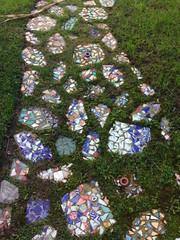 庭のモザイクタイル