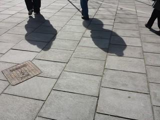 2 ombre che passeggiano