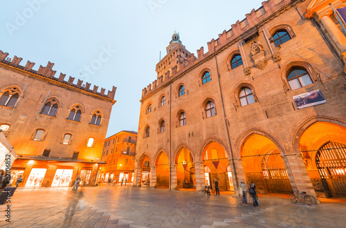 Fotobehang Venetie Bologna. Piazza Maggiore at night, Italy
