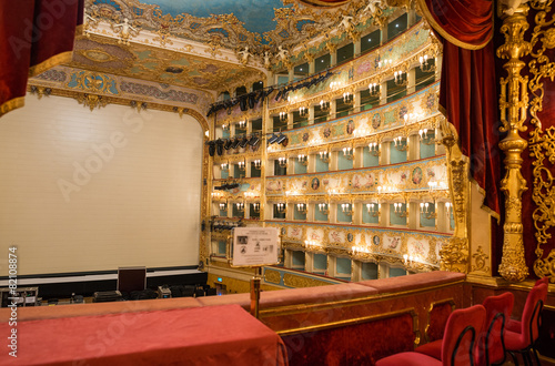 Aluminium Venetie VENICE - APRIL 7, 2014: Interior of La Fenice Theatre. Teatro La