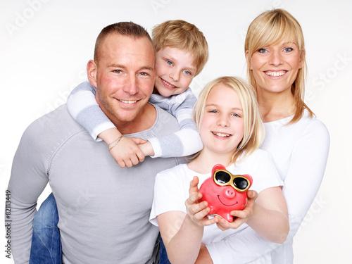 Holiday savings is increasing - 82113449