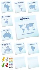 Collage der Welt mit Kontinenten als Notizzettel in Blau