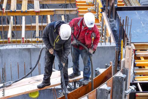Leinwanddruck Bild Bauarbeiter auf Baustelle