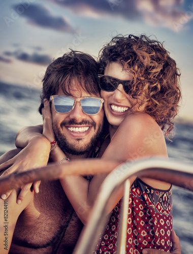 Happy lovers on sailboat - 82124491