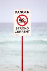 Warnschild am Strand