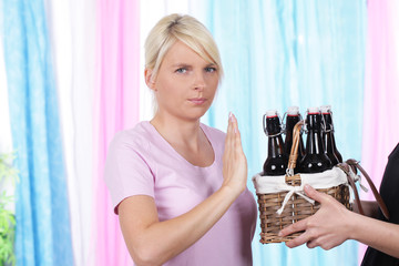 Frau sagt Nein zu Alkohol
