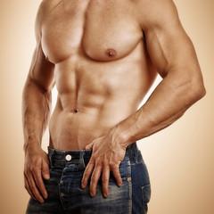 schöner trainierter Körper eines Mannes