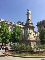 Milano, piazza della Scala - Monumento a Leonardo da Vinci