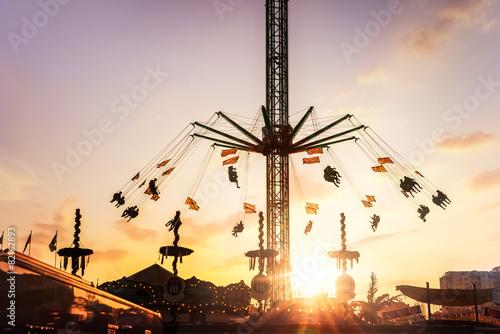 Fotobehang Amusementspark Kettenkarussell Frühlingsfest München Star Flyer