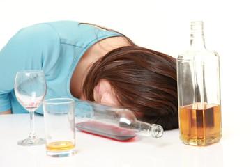 泥酔する女性