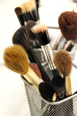 Brushes for makeup foundation and powder