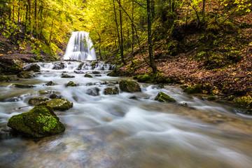 Bergbach mit Wasserfall