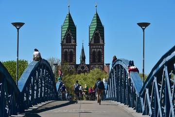 Freiburg im Breisgau - Herz-Jesu-Kirche und Blaue Brücke