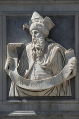 Skulptur Prophet David, an der Front der Kathedrale in Lugano