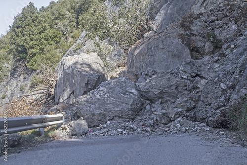 Bergrutsch auf eine Strasse