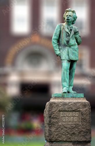 Leinwanddruck Bild Edvard Grieg norvegian composer copper statue