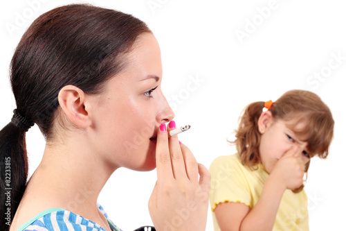 Smoking can cause diseases in children - 82233815