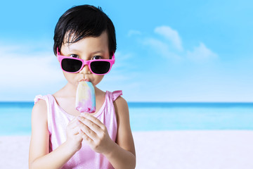 Kid with sunglasses enjoy ice cream