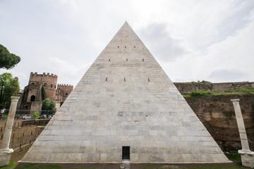 Piramide di Caio Cestio - Roma