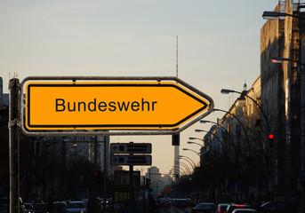 Strassenschild 47 - Bundeswehr