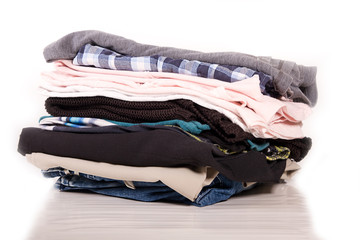 Nahaufnahme von gefalteter Kleidung