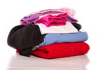 ein Berg frisch gebügelter Wäsche - isoliert