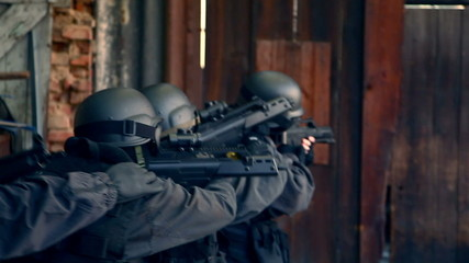 Special Forces running in storehouse - Variation