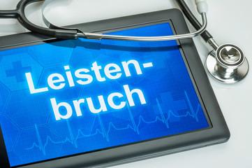 Tablet mit der Diagnose Leistenbruch auf dem Display