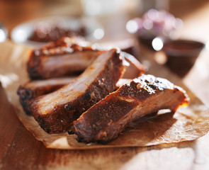 barbecued spare ribs on cutting board close up